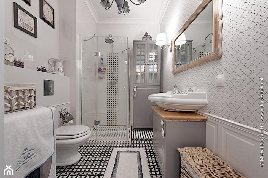 Francuski Zakątek Duża Biała łazienka Bez Okna Styl