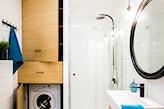 pralka w szafce w łazience