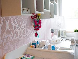 Pokoik Vanesski - Średni różowy pokój dziecka dla dziewczynki dla niemowlaka, styl klasyczny - zdjęcie od EnDecoration