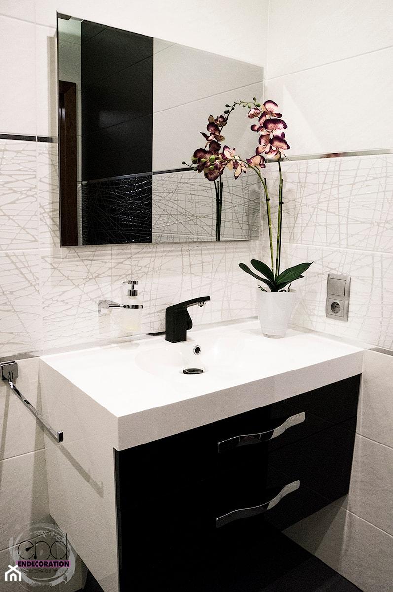 Biało czarna łazienka - zdjęcie od EnDecoration