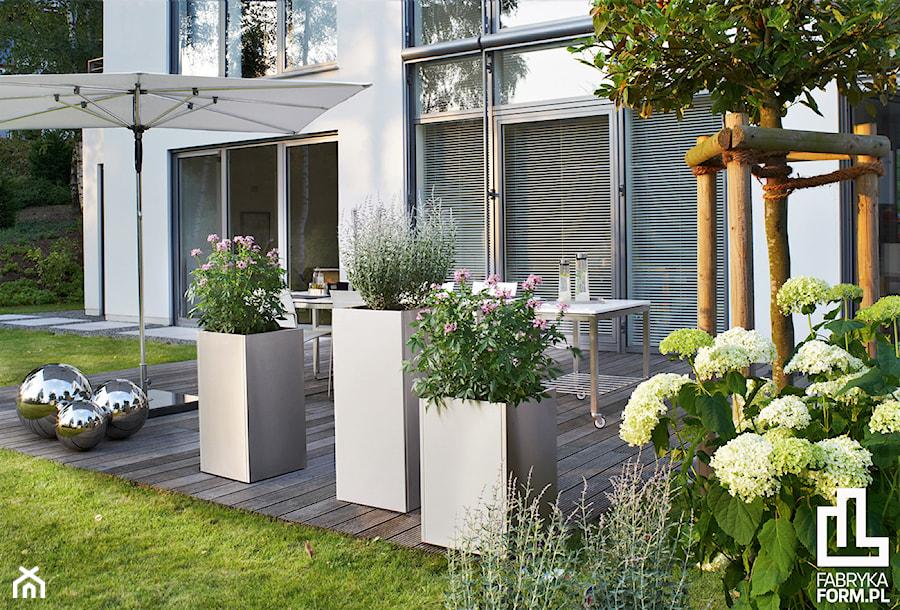 Minimalistyczne dekoracje ogrodowe marki blomus zdj cie od fabryka form - Prieel tuin leroy merlin ...