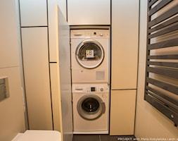 Apartament Angel Wings - Mała beżowa łazienka w bloku bez okna, styl nowoczesny - zdjęcie od Pracownia architektoniczna meridian