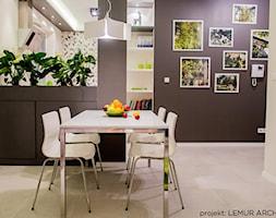 Apartament KIWI - Średnia otwarta beżowa fioletowa jadalnia, styl nowoczesny - zdjęcie od Pracownia architektoniczna meridian