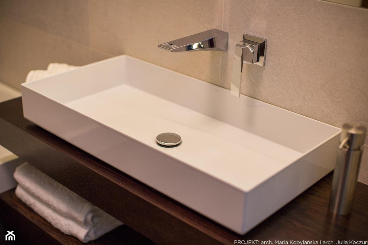Apartament Angel Wings - Beżowa łazienka, styl nowoczesny - zdjęcie od Pracownia architektoniczna meridian - Homebook