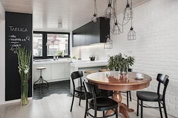 Czarne akcenty w nowoczesnej kuchni – jak je zastosować? Inspirujemy!
