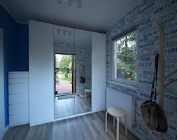 Całkiem spory wiatrołap w małym domku. - zdjęcie od Interio-Desi Pracownia Projektowa