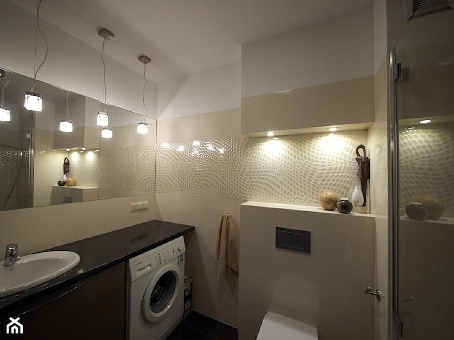 Chciałabym zapytać o szerokość blatu w tej łazience i wysokość, na jakiej został zamontowany ...