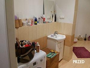 Metamorfoza łazienki - Średnia biała beżowa brązowa łazienka w bloku w domu jednorodzinnym bez okna - zdjęcie od Artes Design