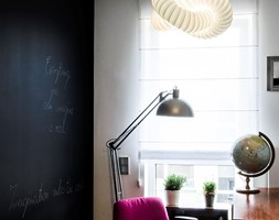 Mieszkanie ze sztuką w tle - Średnie czarne szare biuro kącik do pracy w pokoju, styl vintage - zdjęcie od Artes Design