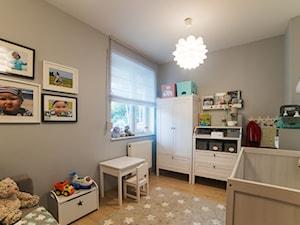 Mieszkanie w Poznaniu - Średni szary pokój dziecka dla chłopca dla dziewczynki dla niemowlaka, styl nowoczesny - zdjęcie od Vivere Colorito