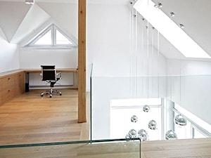 STYLOWY 2 - realizacja projektu - Średni biały hol / przedpokój, styl nowoczesny - zdjęcie od DOMY Z WIZJĄ - nowoczesne projekty domów
