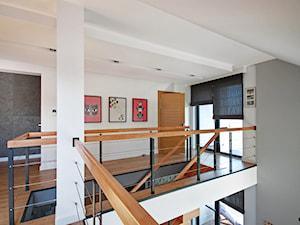 DOSKONAŁY 3 - realizacja projektu - Średni biały hol / przedpokój, styl nowoczesny - zdjęcie od DOMY Z WIZJĄ - nowoczesne projekty domów
