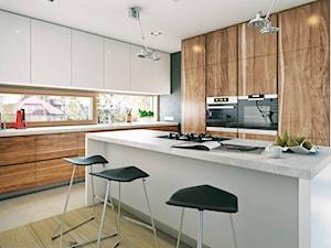 NOWOCZESNY 1 - nowoczesny dom o wyrazistej bryle - Duża otwarta szara czarna kuchnia w kształcie litery l z wyspą, styl nowoczesny - zdjęcie od DOMY Z WIZJĄ - nowoczesne projekty domów