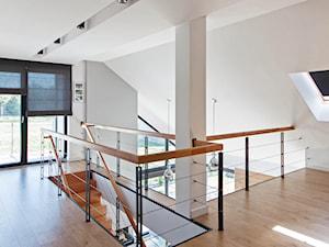 DOSKONAŁY 3 - realizacja projektu - Średni beżowy hol / przedpokój, styl skandynawski - zdjęcie od DOMY Z WIZJĄ - nowoczesne projekty domów