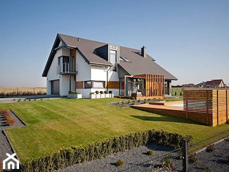 Aranżacje wnętrz - Domy: DOSKONAŁY 3 - realizacja projektu - Duże jednopiętrowe nowoczesne domy jednorodzinne murowane z dwuspadowym dachem, styl nowoczesny - DOMY Z WIZJĄ - nowoczesne projekty domów. Przeglądaj, dodawaj i zapisuj najlepsze zdjęcia, pomysły i inspiracje designerskie. W bazie mamy już prawie milion fotografii!