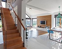 DOSKONAŁY 3 - realizacja projektu - Średnie schody, styl minimalistyczny - zdjęcie od DOMY Z WIZJĄ - nowoczesne projekty domów