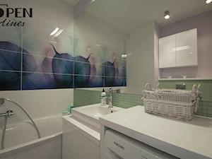 Liściasta łazienka - Średnia beżowa zielona kolorowa łazienka w bloku bez okna, styl skandynawski - zdjęcie od openlines