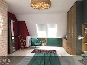 Poddasze Bielawa - Średnia biała czerwona sypialnia małżeńska na poddaszu, styl kolonialny - zdjęcie od INTUS DeSiGn