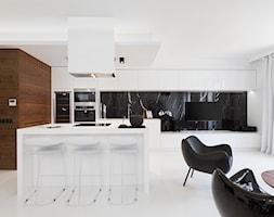 Apartament Pod Złotym Globem - Duża otwarta kuchnia jednorzędowa w aneksie z wyspą, styl nowoczesny - zdjęcie od NOYE Studio