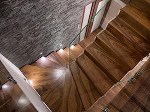 schody drewniane BRODA - zdjęcie od schody-dywanowe.com