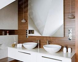 Dom na Podhalu - Mała szara łazienka na poddaszu w domu jednorodzinnym bez okna, styl nowoczesny - zdjęcie od Intellio designers projekty wnętrz - Homebook