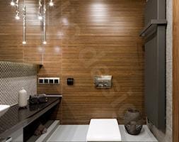 Dom na Podhalu - Mała szara łazienka na poddaszu w bloku w domu jednorodzinnym bez okna, styl glamo ... - zdjęcie od Intellio designers projekty wnętrz - Homebook