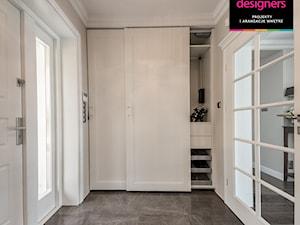 Willa - Średni beżowy hol / przedpokój, styl klasyczny - zdjęcie od Intellio designers projekty wnętrz