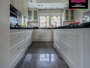 Willa - Duża zamknięta beżowa kuchnia w kształcie litery u, styl klasyczny - zdjęcie od Intellio designers projekty wnętrz
