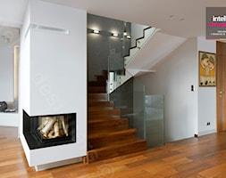 Dom na Podhalu - Duży biały hol / przedpokój, styl nowoczesny - zdjęcie od Intellio designers projekty wnętrz - Homebook