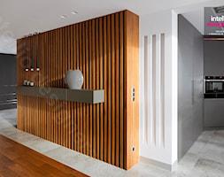Dom na Podhalu - Średni biały hol / przedpokój, styl nowoczesny - zdjęcie od Intellio designers projekty wnętrz - Homebook