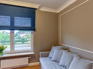 Kolorowa realizacja mieszkania. - Małe beżowe biuro, styl nowoczesny - zdjęcie od MKdezere