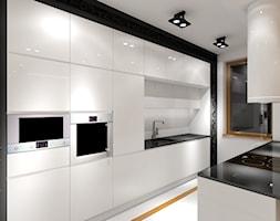 Biała Kuchnia Z Dekoracyjną Czarną Ramą Zdjęcie Od