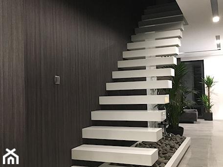 Aranżacje wnętrz - Schody: schody - Fabryka Wnętrz. Przeglądaj, dodawaj i zapisuj najlepsze zdjęcia, pomysły i inspiracje designerskie. W bazie mamy już prawie milion fotografii!
