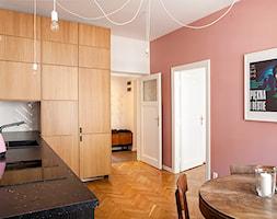 Kraków, Kraszewskiego - Średnia zamknięta biała różowa kuchnia w kształcie litery l, styl vintage - zdjęcie od Pogotowie Wnętrzarskie