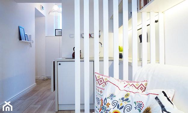 poduszki ze słowiańskim wzorem, ażurowa ścianka działowa