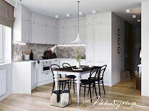 Reduta - Mała otwarta biała beżowa kuchnia w kształcie litery u w aneksie z oknem, styl klasyczny - zdjęcie od MIKOŁAJSKAstudio