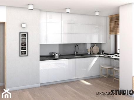 Aranżacje wnętrz - Kuchnia: biała kuchnia - MIKOŁAJSKAstudio. Przeglądaj, dodawaj i zapisuj najlepsze zdjęcia, pomysły i inspiracje designerskie. W bazie mamy już prawie milion fotografii!
