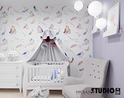 romantyczna tapeta w pokoju dziecięcym - zdjęcie od MIKOŁAJSKAstudio