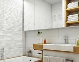 biała łazienka-drewniane akcenty - zdjęcie od MIKOŁAJSKAstudio