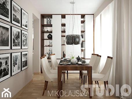 Aranżacje wnętrz - Jadalnia: Jadalnia w stylu tradycyjnym - MIKOŁAJSKAstudio. Przeglądaj, dodawaj i zapisuj najlepsze zdjęcia, pomysły i inspiracje designerskie. W bazie mamy już prawie milion fotografii!