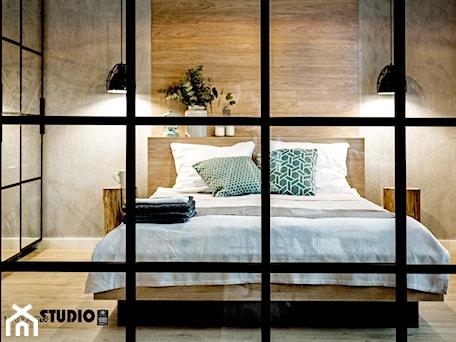 Aranżacje wnętrz - Sypialnia: Widok na sypialnię - MIKOŁAJSKAstudio. Przeglądaj, dodawaj i zapisuj najlepsze zdjęcia, pomysły i inspiracje designerskie. W bazie mamy już prawie milion fotografii!