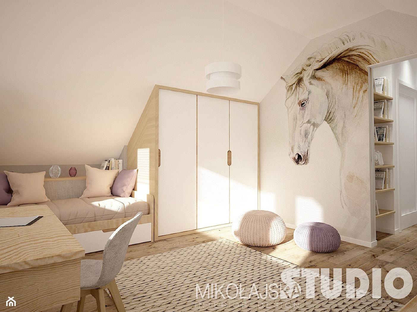 pokój dziewczynki na poddaszu-konie - zdjęcie od MIKOŁAJSKAstudio - Homebook