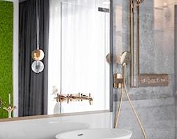 DOM W WIELICZCE - zdjęcia - Średnia biała szara łazienka z oknem, styl nowoczesny - zdjęcie od MIKOŁAJSKAstudio