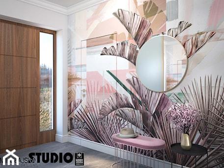 Aranżacje wnętrz - Hol / Przedpokój: pastelowy korytarz - MIKOŁAJSKAstudio. Przeglądaj, dodawaj i zapisuj najlepsze zdjęcia, pomysły i inspiracje designerskie. W bazie mamy już prawie milion fotografii!