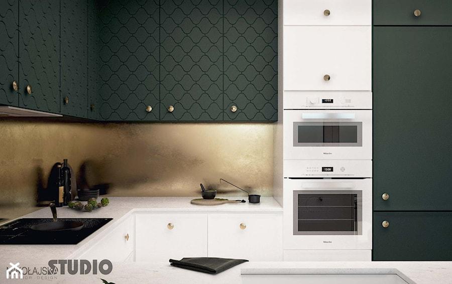 biała kuchnia-oliwkowe fronty - zdjęcie od MIKOŁAJSKAstudio