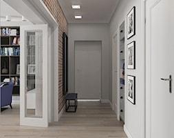 Mieszkanie w budynku z lat 40-tych - Średni brązowy szary hol / przedpokój, styl vintage - zdjęcie od MIKOŁAJSKAstudio