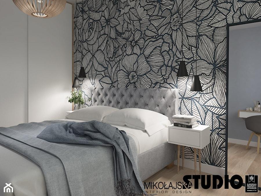 sypialnia z tapetą - zdjęcie od MIKOŁAJSKAstudio