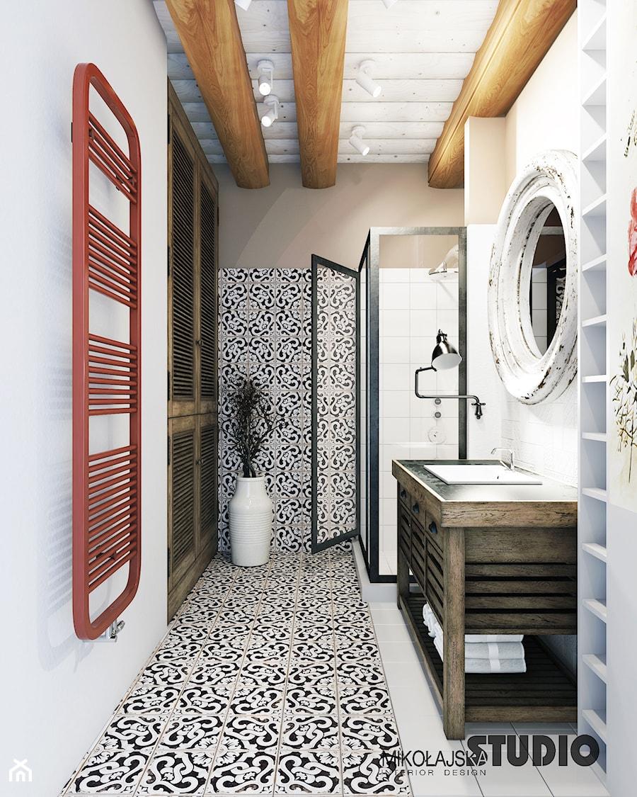 wzorzyste płytki w klasycznej łazience - zdjęcie od MIKOŁAJSKAstudio