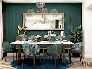 salon w zieleniach, mosiężne detale - zdjęcie od MIKOŁAJSKAstudio