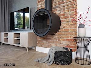 mieszkanie, detal-kominek, cegla - zdjęcie od MIKOŁAJSKAstudio